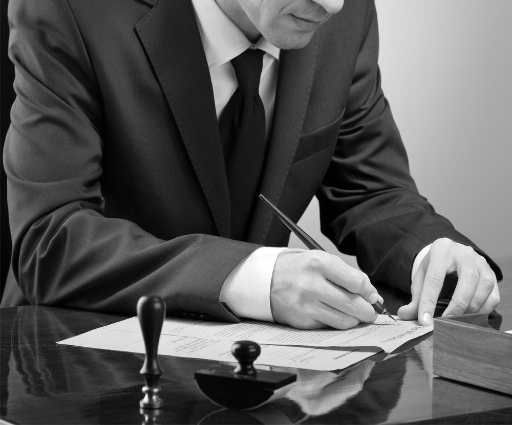signature chez le notaire d'un acte de vente immobilier à TOULON VAR PACA