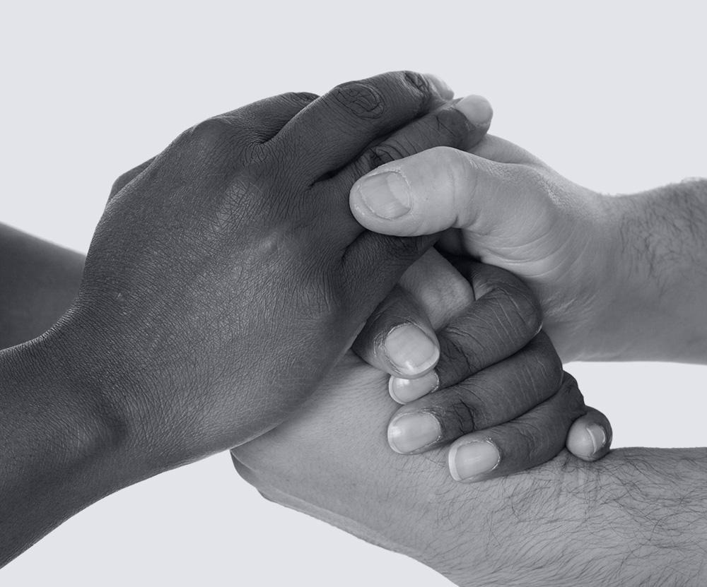 Mains qui représentent l'aide d'un notaire au personnes inaptes dans la gestion de leur patrimoine à Toulon