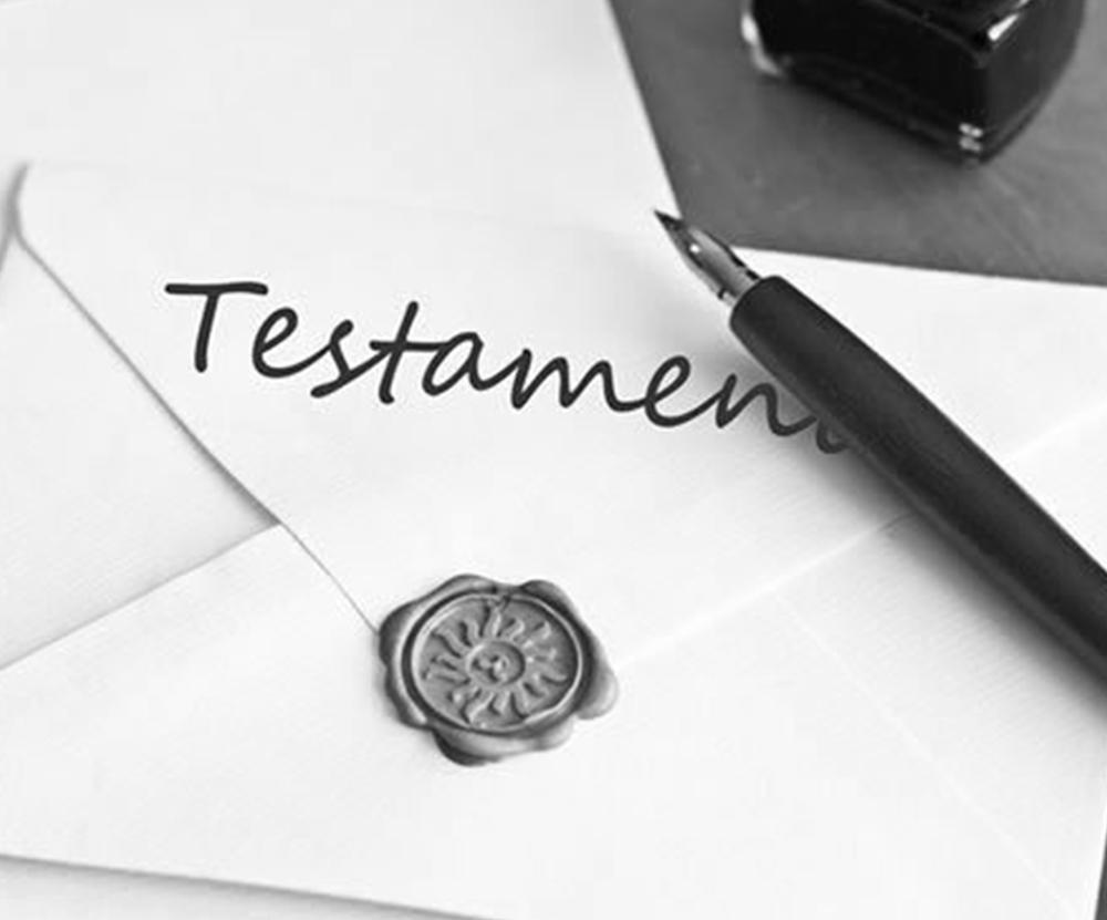 un notaire écrit un testament pour une personne agée à TOulon dans le Var